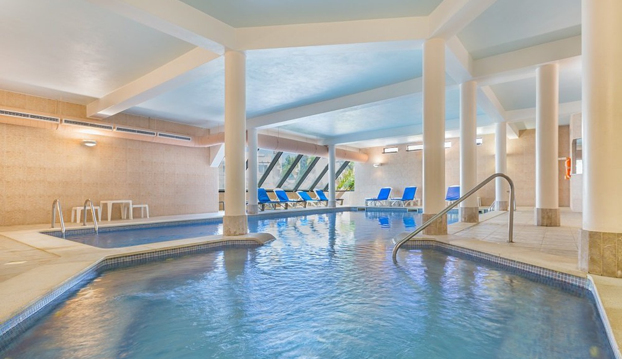 Indoor pool Balaia Golf Village Hotel Albufeira